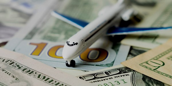 Why does the financial community not value digital innovation at airlines?