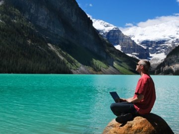 Air Canada closes in on WestJet - Top Canada travel websites, September 2013