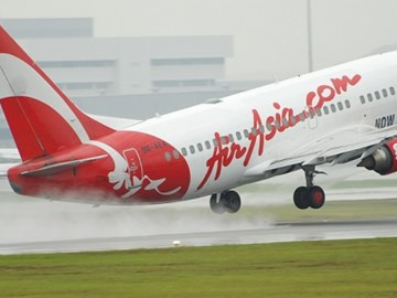 AirAsia withdraws in-flight magazine after MH 370 Twitter anger