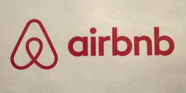 Are Airbnb's user reviews to be trusted?