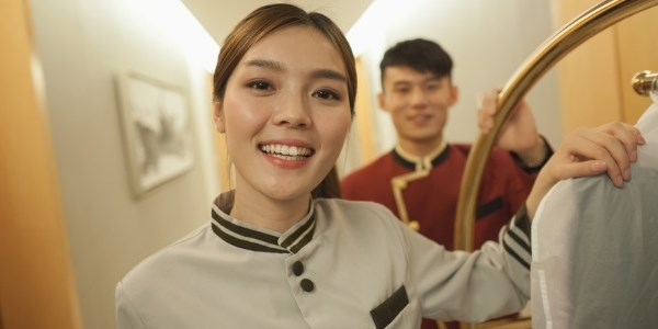 Chinese hotels try to balance high-tech and high-touch