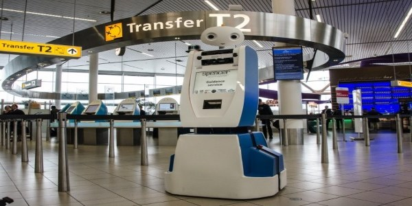 KLM robot successfully guides passengers around airport
