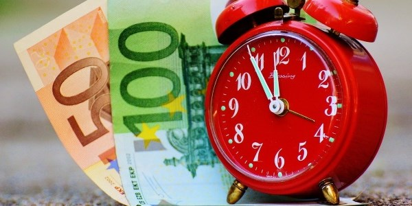If time is money, Europeans are wasting billions on flight search